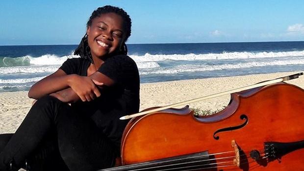 'Vaquinha' virtual ajuda violoncelista de comunidade no Rio a estudar em uma das escolas de música mais importantes do mundo