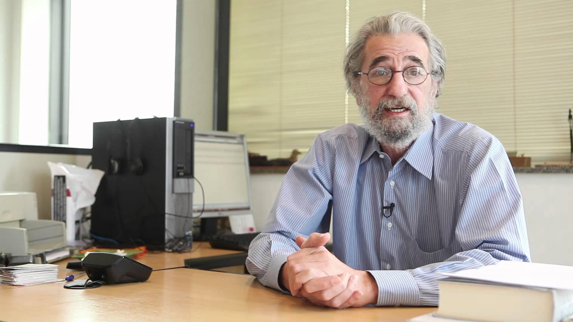 Claudio Weber Abramo aponta falhas em tradução 'clássica' de O Corvo por Milton Amado
