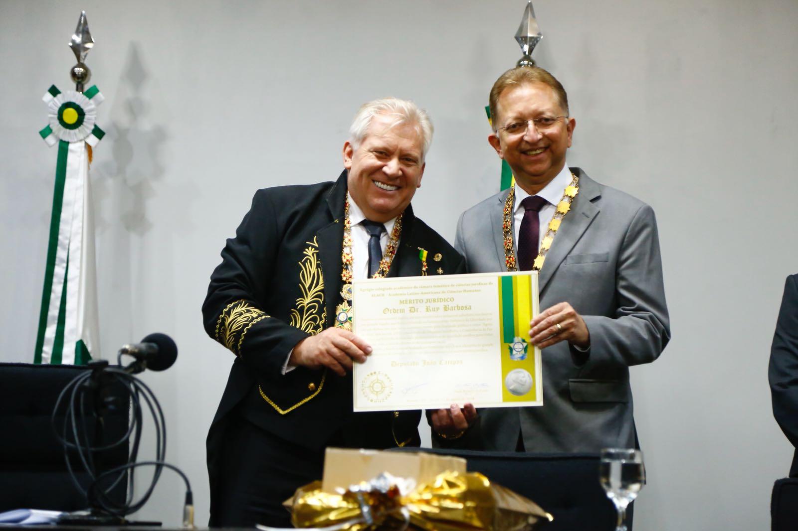 João Campos recebe Mérito Jurídico Doutor Ruy Barbosa