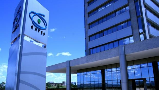 Capes ameaça suspender pagamentos de bolsistas e interromper programa de mestrados