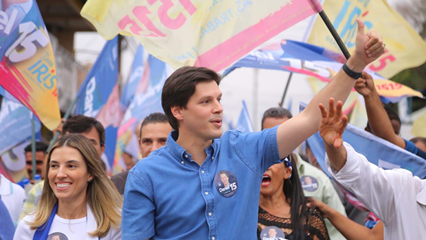 Candidato ao governo de Goiás, Daniel promete pagar água e luz de famílias carentes