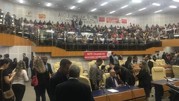 Câmara de Goiânia aprova reforma da Previdência sob protesto de servidores