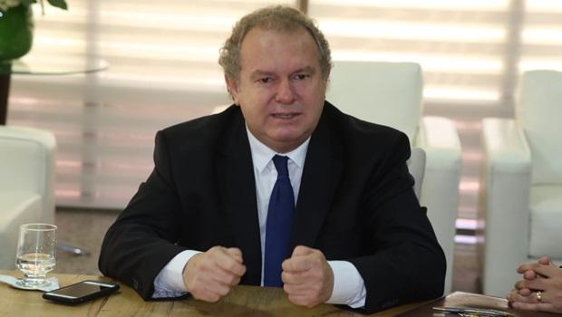 Carlesse reconduz Secretários e demite mais servidores