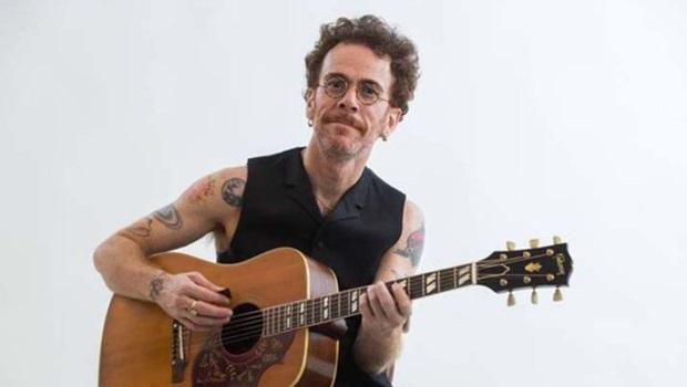 Nando Reis faz show gratuito em Goiânia neste domingo (2)
