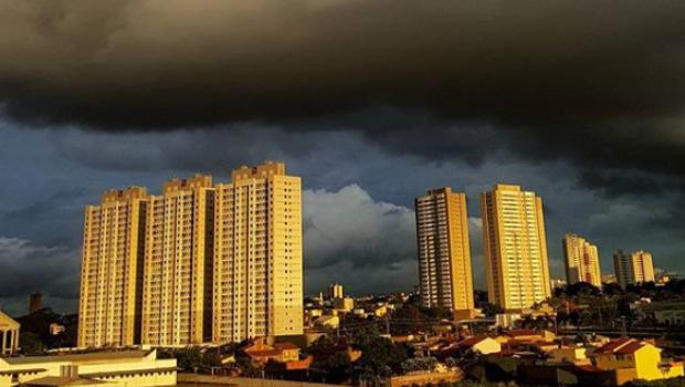 Segundo Clima Tempo, Goiânia terá sábado com grande possibilidade de chuva