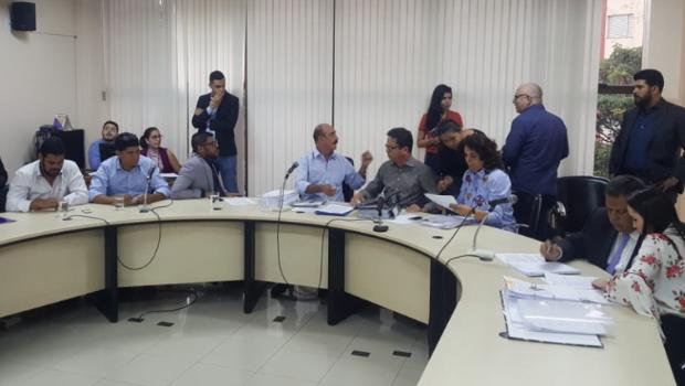 Com erros na impressão do relatório, reunião sobre projeto da Previdência é suspensa na Câmara