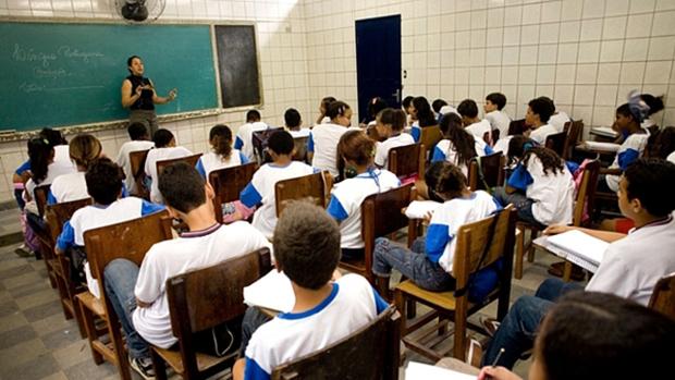 Caso aulas retornem em agosto, escolas terão de alternar turmas, tomar medidas sanitárias e dar apoio psicológico para estudantes