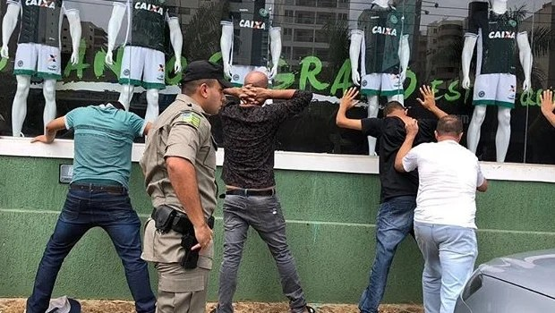 Cambistas são presos em Goiânia com ingressos do jogo entre Goiás e Atlético-GO
