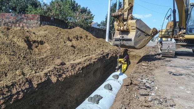 Obras de drenagem avançam e pavimentação será iniciada em seis avenidas de Anápolis