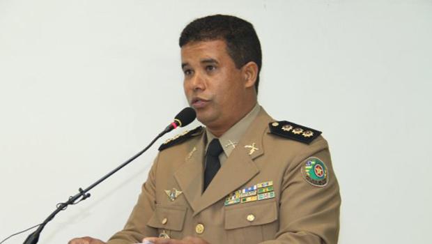 """""""Governo está levando servidores com a barriga"""", diz Coronel Adailton"""