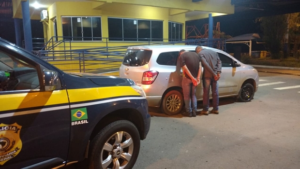 PRF apreende cinco menores e recupera dois carros roubados em rodovias goianas