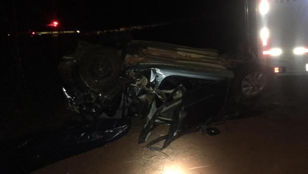 Duas pessoas morrem em acidente na BR-153 após tentativa de ultrapassagem