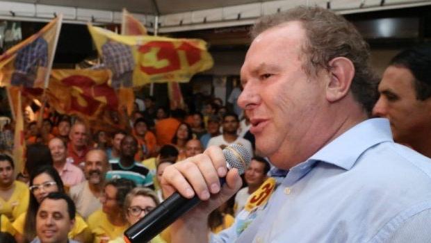 De saída do PHS, governador reeleito no Tocantins deve ir para o PP