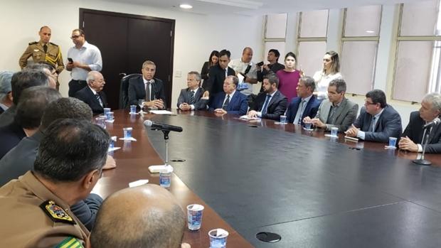 Eliton trata de governo de transição em encontro com secretariado