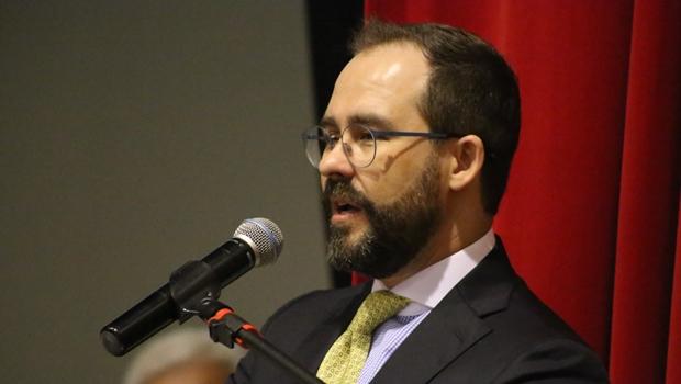 Após presidentes de comissões, Lúcio Flávio toma posse na OAB