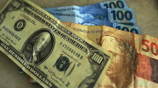Com a alta do dólar no mercado, goianos devem pagar mais caro em alguns produtos