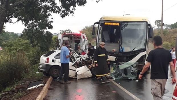 Acidente entre ônibus e carro deixa vítima em estado grave em Senador Canedo