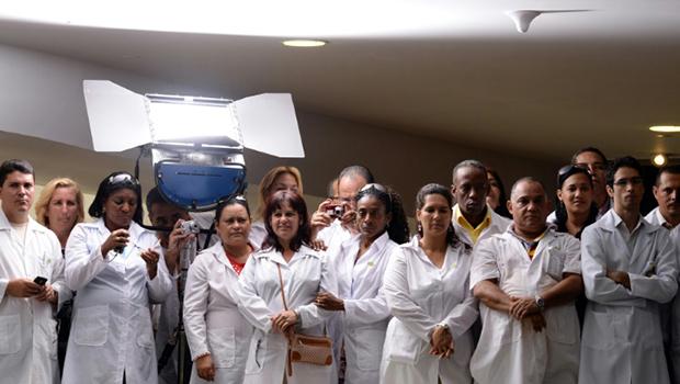 Cuba abandona programa Mais Médicos. 11 mil Profissionais devem ir embora