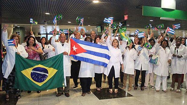 Jair Bolsonaro endurece e cubanos deixam Mais Médicos