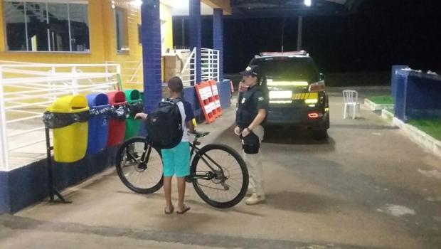 PRF resgata menino de 12 anos que tinha fugido de casa depois de ser agredido pelo pai