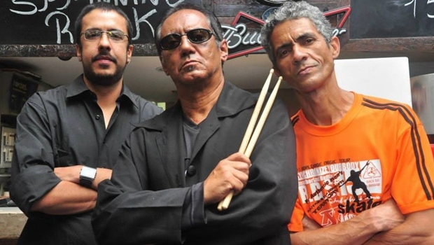 "Spinning Rock Band apresenta o show ""History of Rock"""