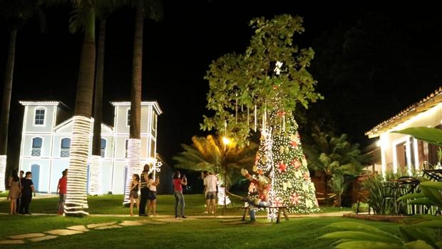 Largo do Bonfim, em Pirenópolis, recebe decoração de Natal