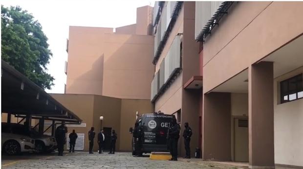 João de Deus é ouvido no Ministério Público de Goiás