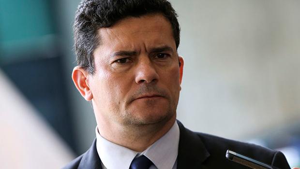 Moro diz que movimentação financeira de ex-assessor Flávio Bolsonaro precisa ser esclarecida