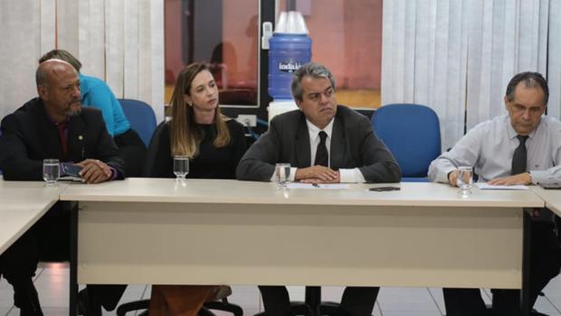 Secretário de Governo propõe pagar folha de dezembro em 5 parcelas e sindicatos rejeitam