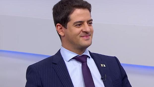 Secretário de Saúde repassa R$ 37,5 milhões a OSs e diz que agora o foco é regulação
