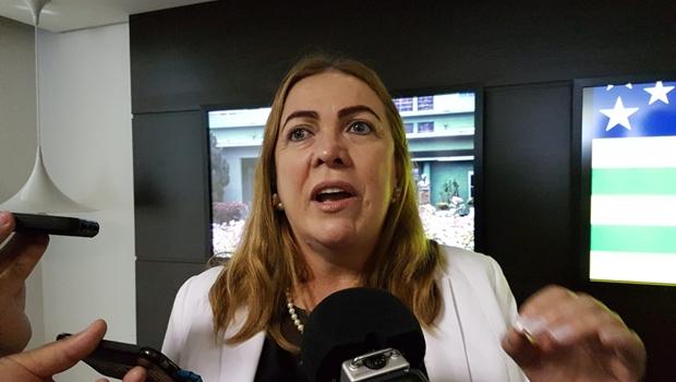 Secretária de Educação vai à Assembleia para explicar projeto que adequa salário de professores