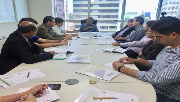 Em reunião com Roller, prefeitos apresentam soluções para continuidade do Goiás na Frente
