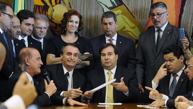 Bolsonaro entrega projeto da reforma da Previdência: veja o projeto na íntegra