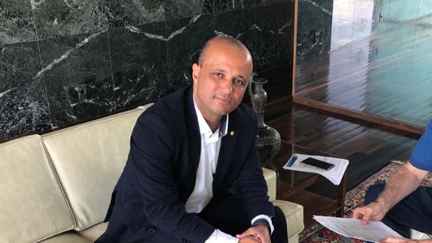 Líder do governo na Câmara revela encontro de Bolsonaro com base e oposição nesta semana