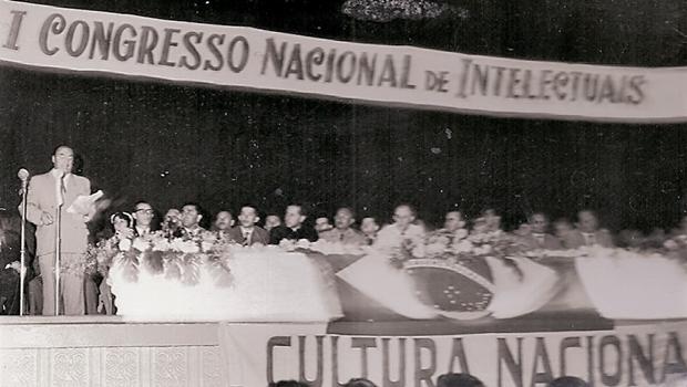 Congresso de Intelectuais que reuniu Pablo Neruda e Jorge Amado em Goiânia faz 65 anos