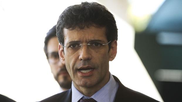 Denunciado, Ministro do Turismo reassume comando da pasta