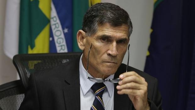 """Em duro artigo, general Santos Cruz diz que """"bolsonarismo terminará em violência"""""""