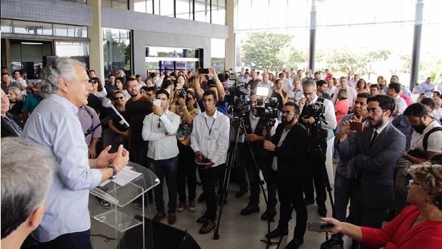 Governo Estadual entrega 68 novos ônibus e  anuncia repasse de R$ 10,4 milhões à Educação