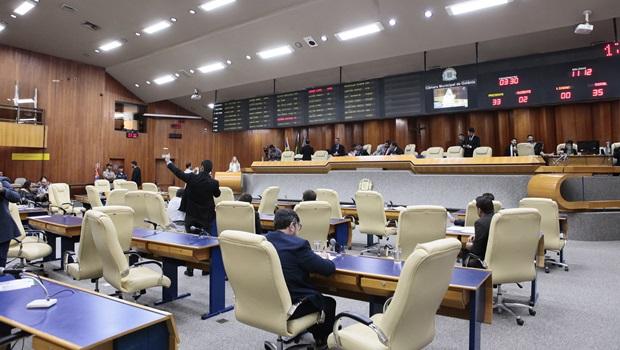 Vereadores derrubam veto do prefeito sobre criação de gabinete militar na Câmara - Jornal Opção