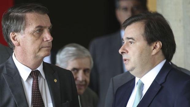 Maia responde críticas de Guedes a relatório da Previdência e diz que governo é usina de crise