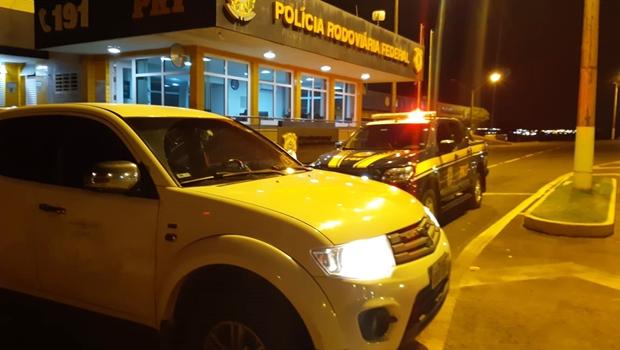 PRF prende, em Catalão, engenheiro eletricista que dirigia veículo roubado no Rio de Janeiro