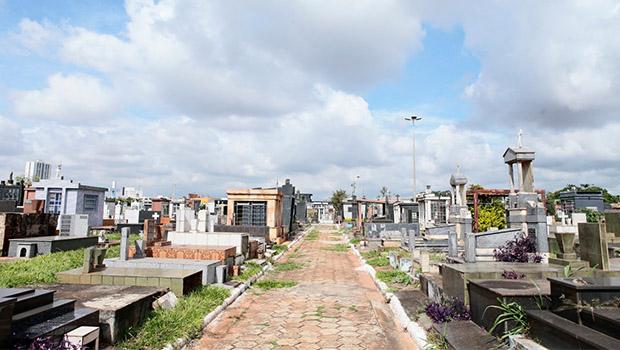 Audiência debate projeto que revoga cobrança de taxa de manutenção em cemitérios de Goiânia