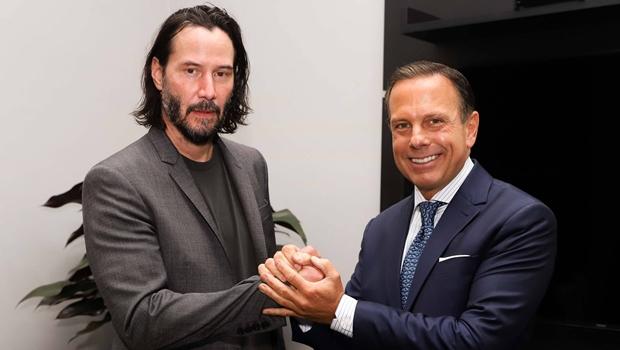 Keanu Reeves se reúne com Dória para filmagem de nova série em SP