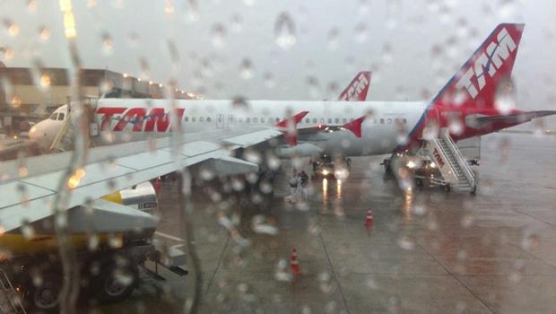 Aeroporto de Goiânia enfrenta dificuldades por conta da chuva