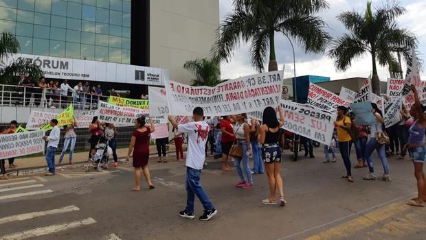 Familiares de presos protestam por melhores condições no Cepaigo