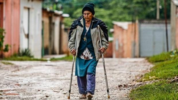 """""""Eu não tenho roupa, sapato, nada disso, para frequentar esses lugares"""", diz avó de Michelle Bolsonaro"""