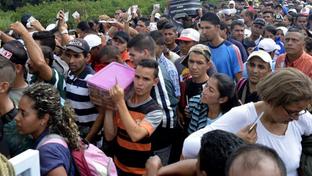 No dia que Guaidó tentou derrubar Maduro, o dobro de refugiados veio para o Brasil