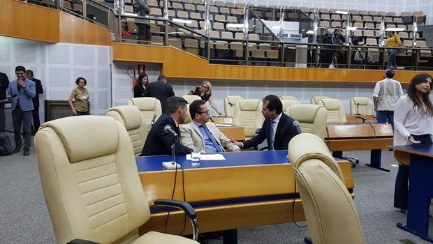 Vereador anuncia saída da base do prefeito Iris Rezende na Câmara
