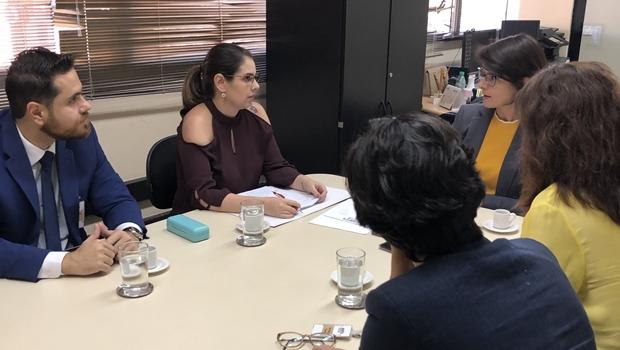 Vereadora aciona MP contra Iris e Mrué por má gestão na Saúde