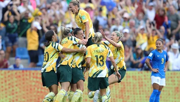 Brasil abre 2 a 0, mas deixa Austrália virar no segundo tempo